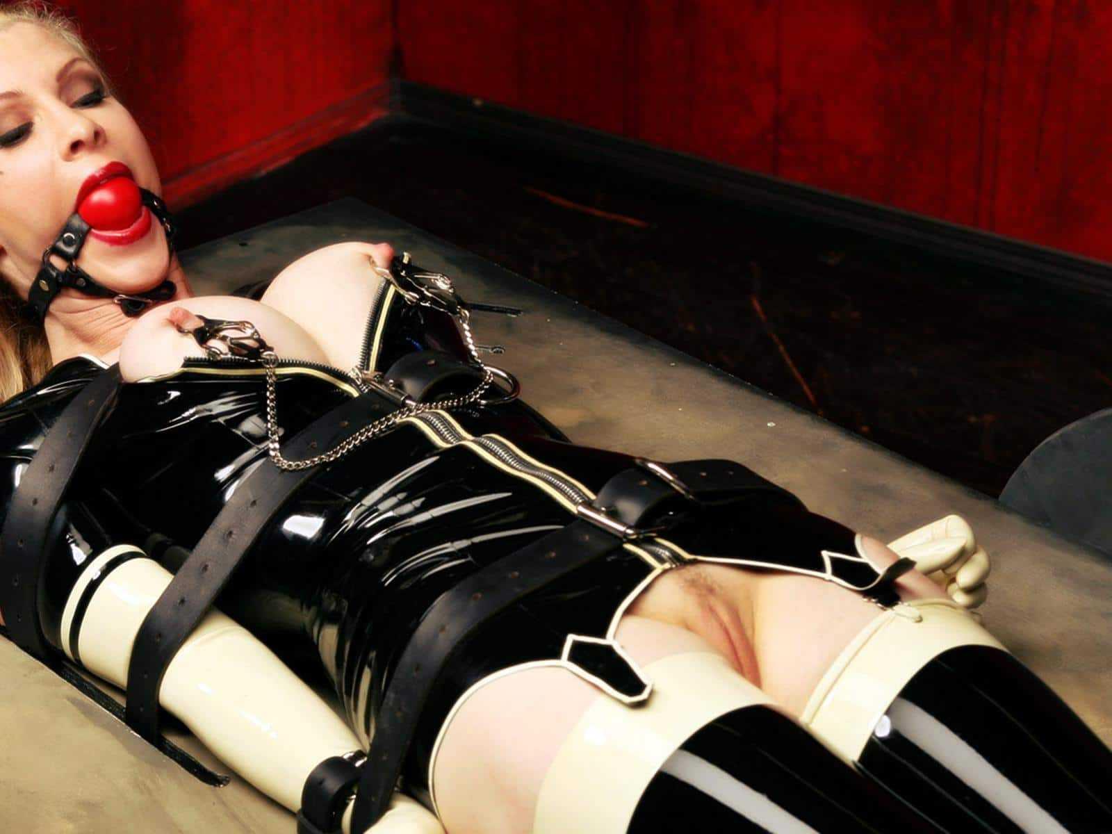 у рабынь все тело обтянуто ремнями порно видео